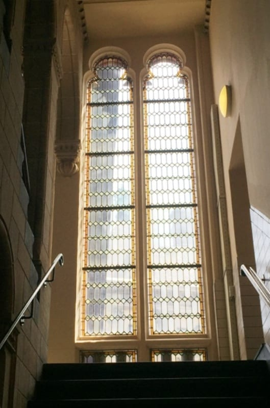 חלון ויטארז' בגרם מדרגות