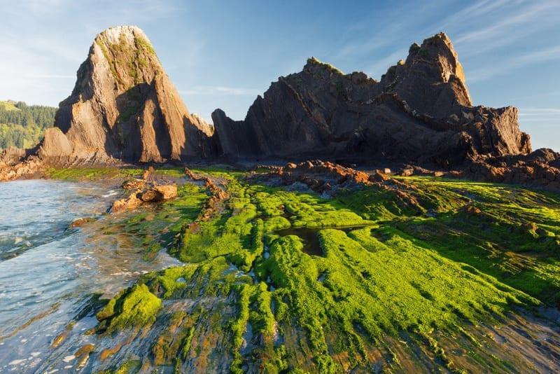 גיאולוגיה מרהיבה בקו החוף