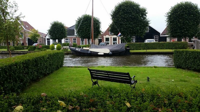 כפר צפון הולנד עם ילדים