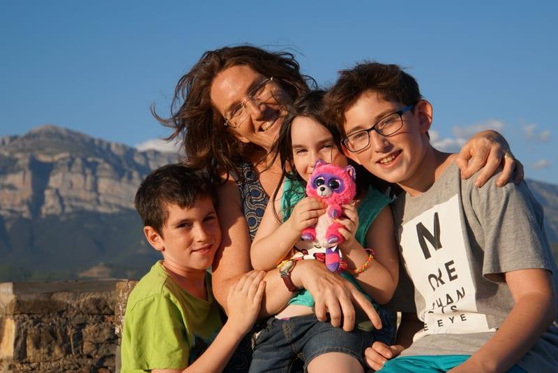 המשפחה המטיילת ברצלונה והפירנאים רואה עולם