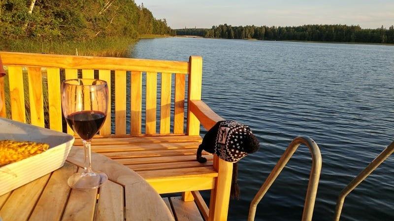 ארוחת ערב על אגם בשוודיה