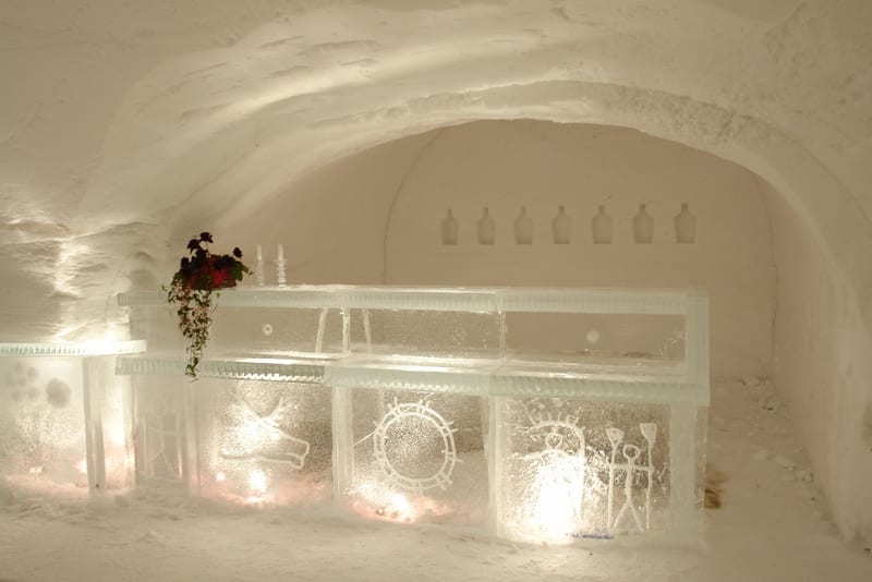 בר על הקרח. טיול ללפלנד