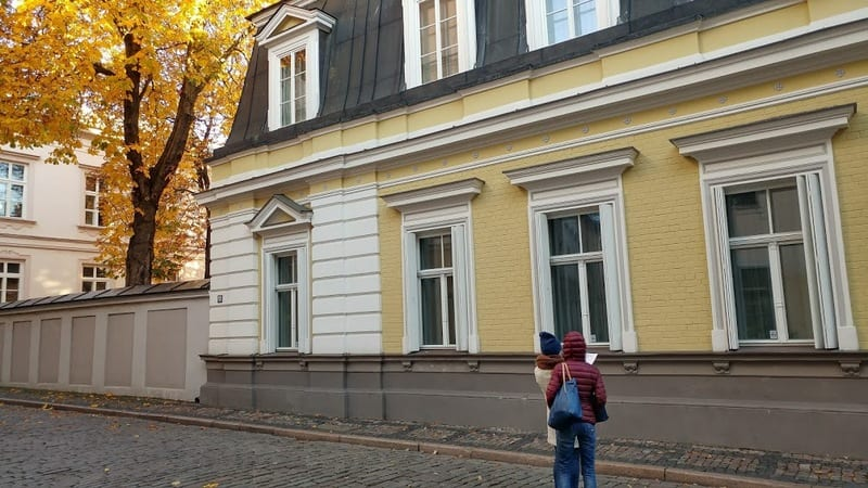נשים מטיילות לבד בריגה
