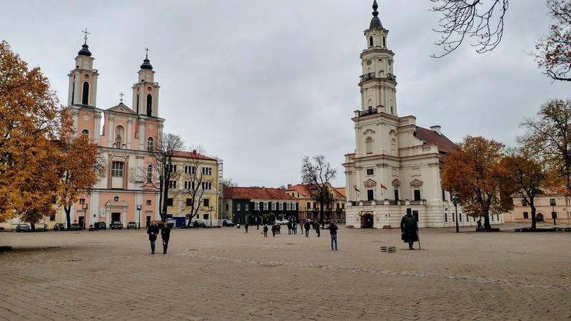 חופשה בקובנה כיכר בית העירייה